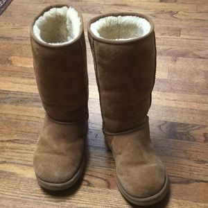Ugg classic tall boot. Chestnut. Gently worn
